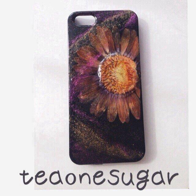 iPhone5.5s/dark flower押し花の画像1枚目