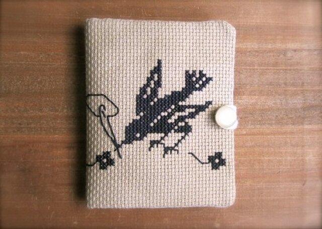クロスステッチのニードルケース 小鳥の針仕事の画像1枚目