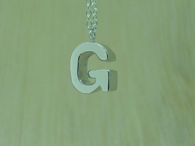 【G】アルファベット文字のペンダント+チェーン付きの画像1枚目