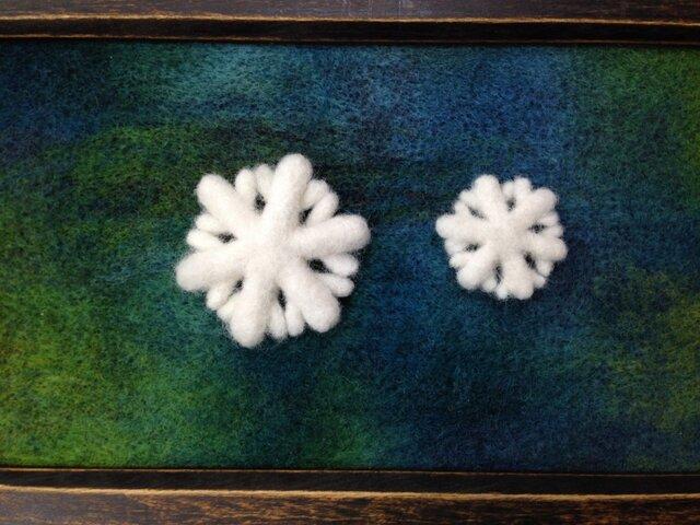 Y様ご注文品:羊毛のブローチ*雪の結晶の親子の画像1枚目