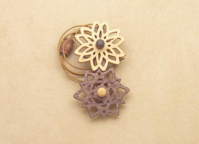幾何学模様の歯車のネックレスの画像1枚目