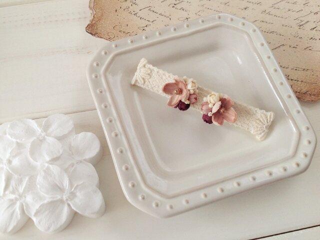 染め花の小花と蕾のピアスA(マロンピンク)の画像1枚目