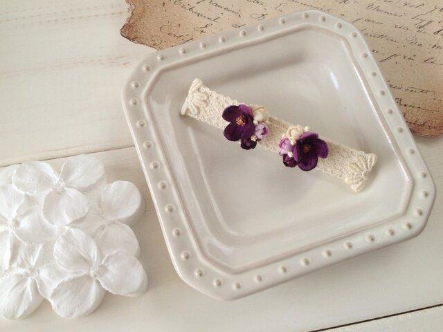 染め花の小花と蕾のピアスA(赤紫)の画像1枚目