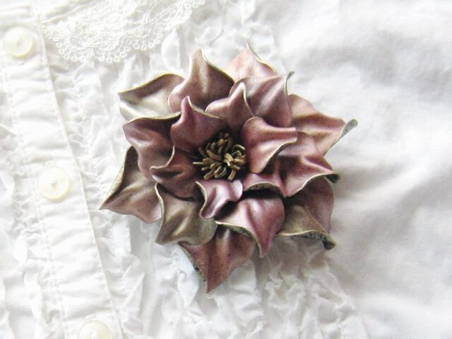 革のコサージュ ガーデニア(ピンク)の画像1枚目