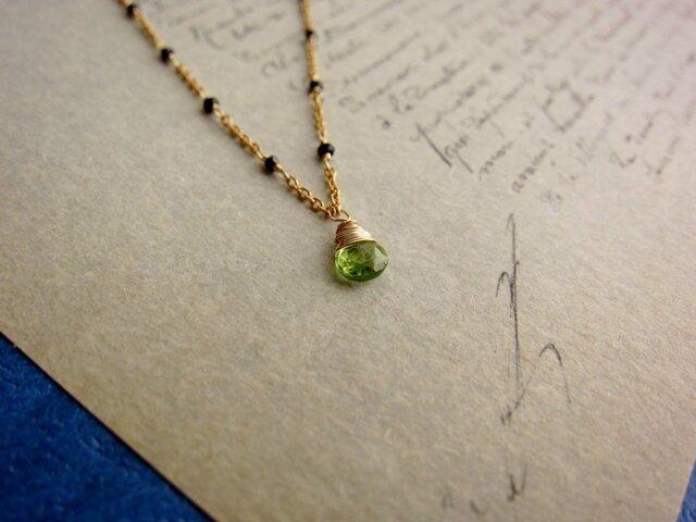 オリーブ色のネックレスの画像1枚目