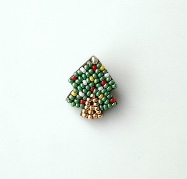 小さなクリスマスツリー ブローチの画像1枚目