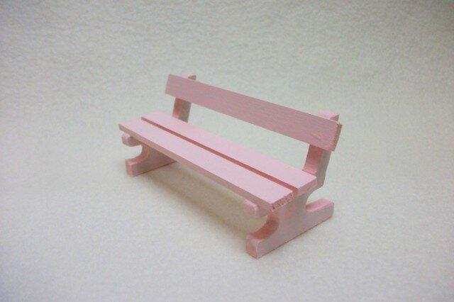 ミニチュアサイズ!木製のイス-ベンチMピンク-の画像1枚目