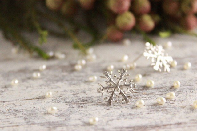 雪の結晶ピアス シルバー(スタッドタイプ)の画像1枚目