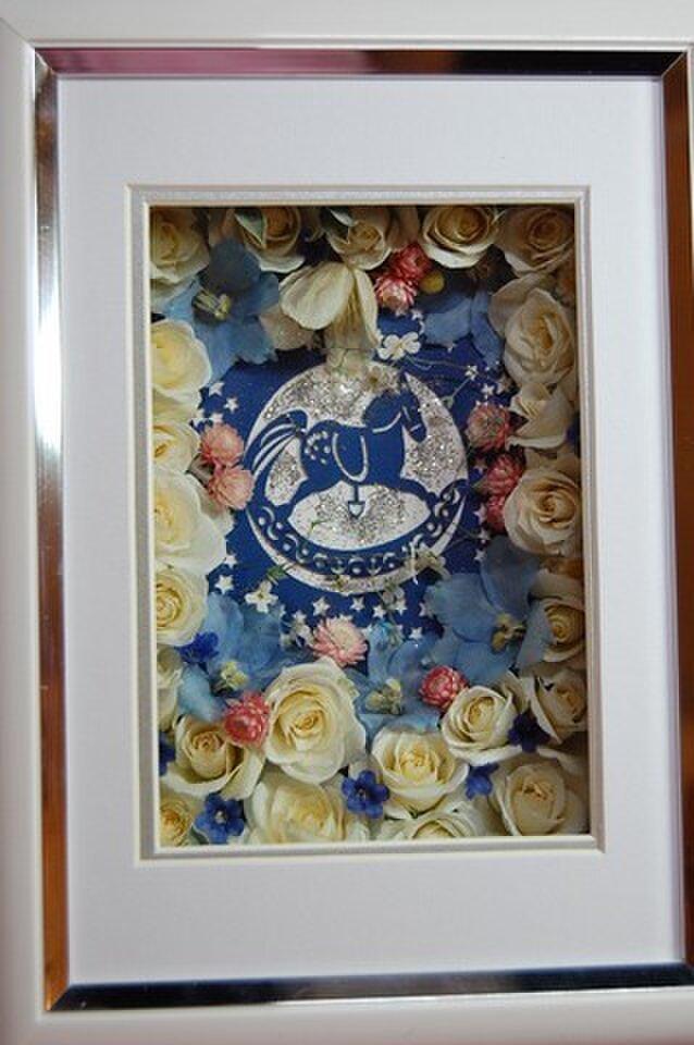木馬と白薔薇の画像1枚目