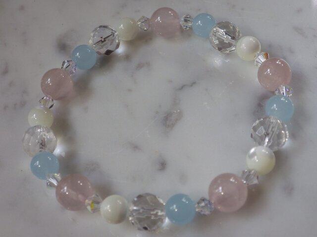 ローズクォーツ+ブルーカルセドニ+マザーオブパール+水晶 ブレスの画像1枚目