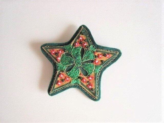クリスマスの星型刺繍ブローチの画像1枚目