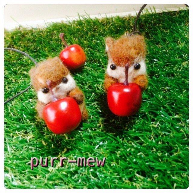 りんごリスのペンダントの画像1枚目