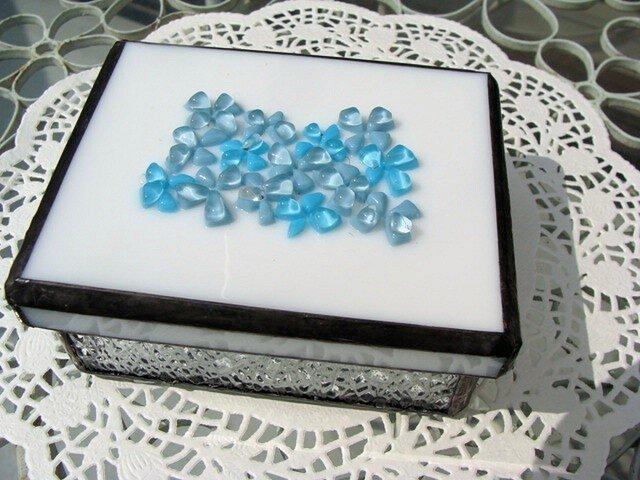 ガラスの花のフタ付き小箱の画像1枚目