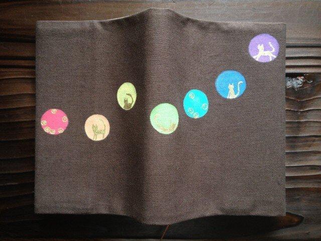 「丸にネコ」手描きブックカバーの画像1枚目