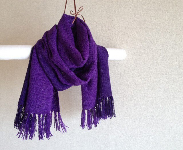 手染めシルクマフラー 紫×ブラックの画像1枚目