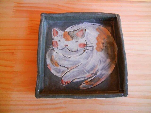猫のまるまるグレーの角皿:B横ピンクの画像1枚目