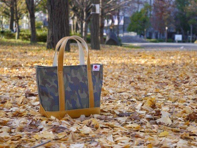 革と帆布のミニトートバッグ ウッドカモ柄 (マスタード) 【Small】の画像1枚目