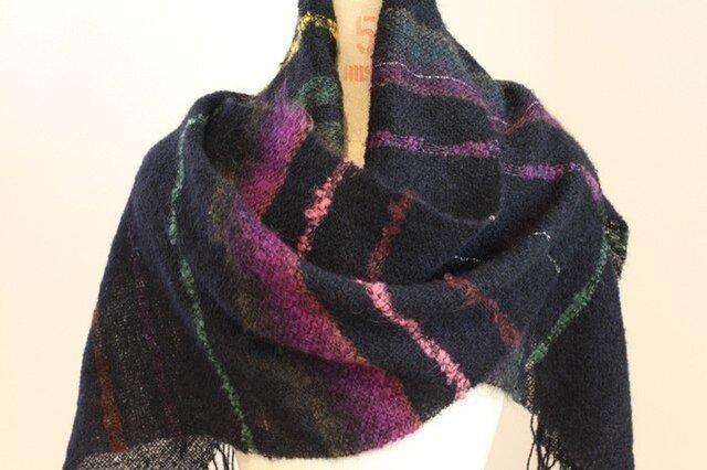 手織りストール 黒地にぼかしモヘアの紫・緑・茶の画像1枚目