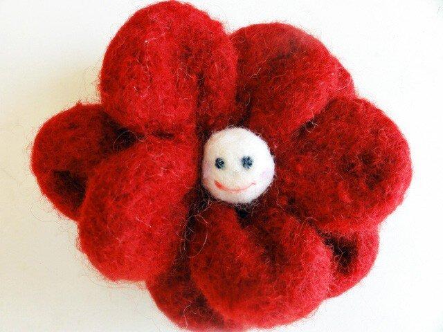 赤い笑顔の花 スマイルコサージュの画像1枚目