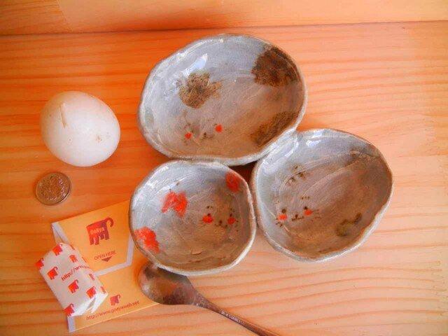 仲良し三匹くっつき皿の画像1枚目