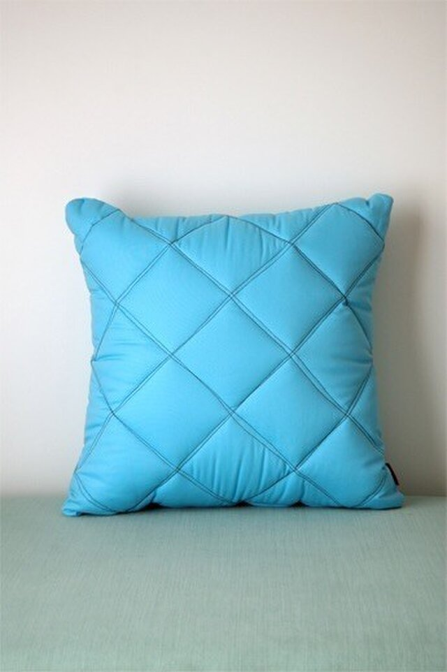 Quilt cushion (M) / ice blueの画像1枚目