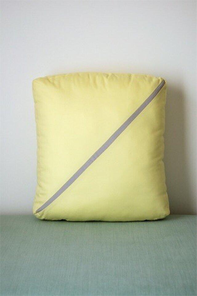 Line cushion (S) / light yellowの画像1枚目