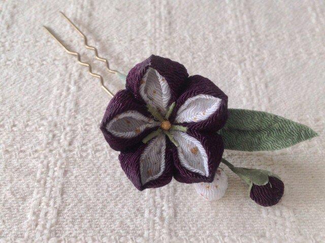〈つまみ細工〉桔梗のかんざし(一輪・紫と白)の画像1枚目