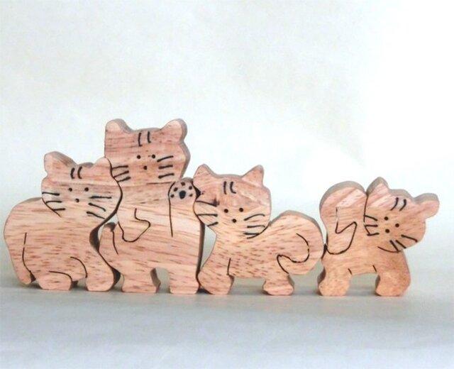 猫4匹(組木)の画像1枚目