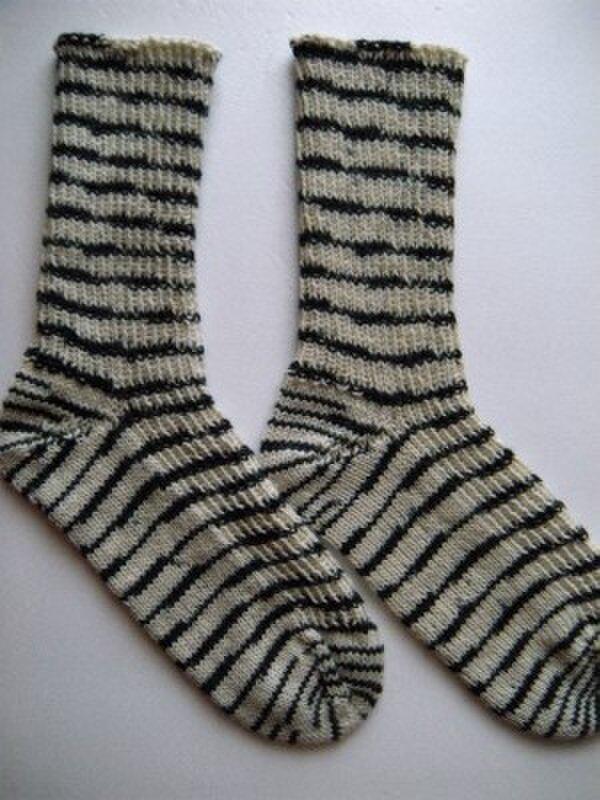 手編み靴下【ゼブラ  1205】の画像1枚目