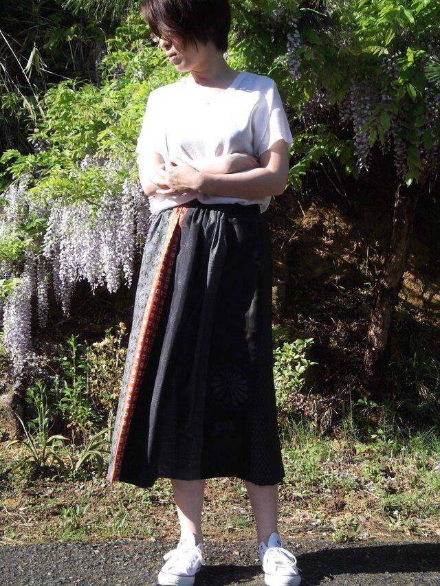 大島紬 赤がポイントのギャザースカートの画像1枚目
