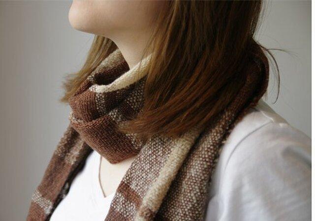 """ウールの手織りマフラー""""Cha""""の画像1枚目"""