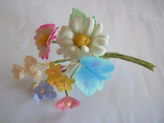 春色の小さいブーケコサージュ(水色蝶々)の画像1枚目