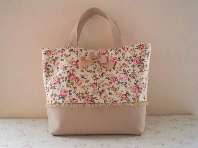 バラ柄のかわいい春色トートバッグの画像1枚目