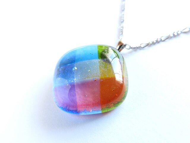 織り(虹色)/ガラスのペンダントの画像1枚目