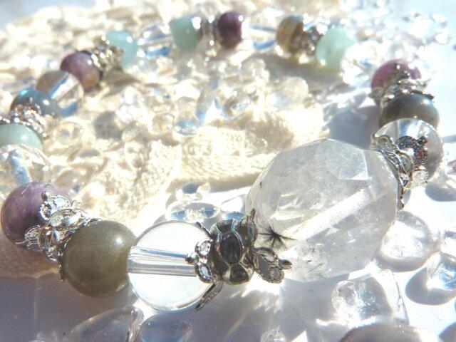 冬のかおりを感じて・神秘の星入り水晶ブレスの画像1枚目