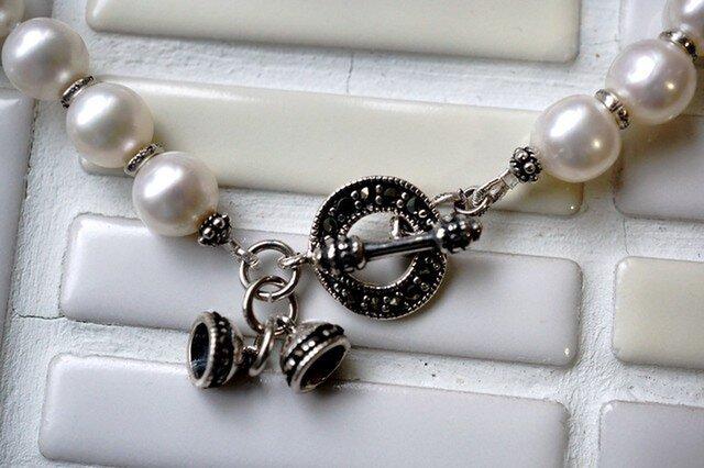 【オーダー品】まぁるいパールとベルマンテルのネックレスの画像1枚目