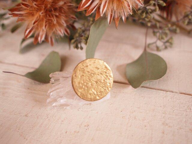 真鍮ピンブローチ 小さな花びら嵐の画像1枚目