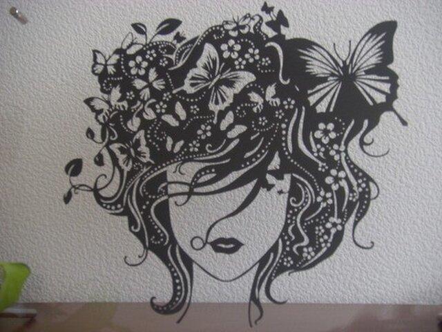 切り絵:蝶と女の子の画像1枚目