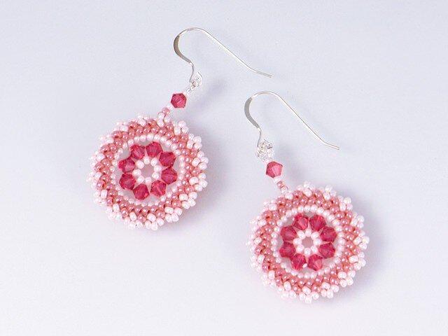 スワロフスキーの花模様のサークルピアス・ピンクの画像1枚目