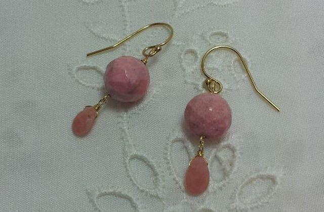 ロードナイトとピンクオパールのピアス(イヤリング))の画像1枚目