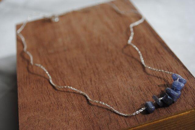 いとあみネックレス アイオライトミニタンブル 銀糸 の画像1枚目