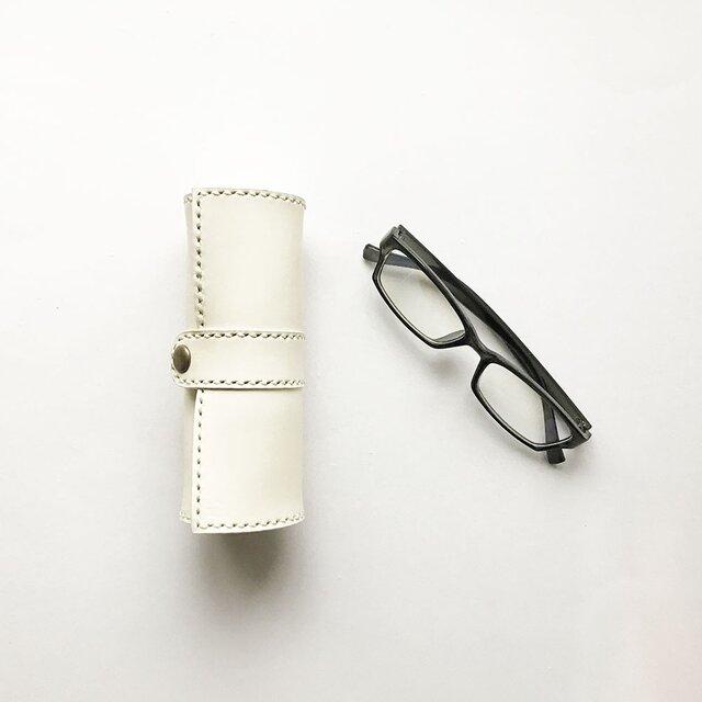 巻物メガネケース マグネットタイプ 白の画像1枚目