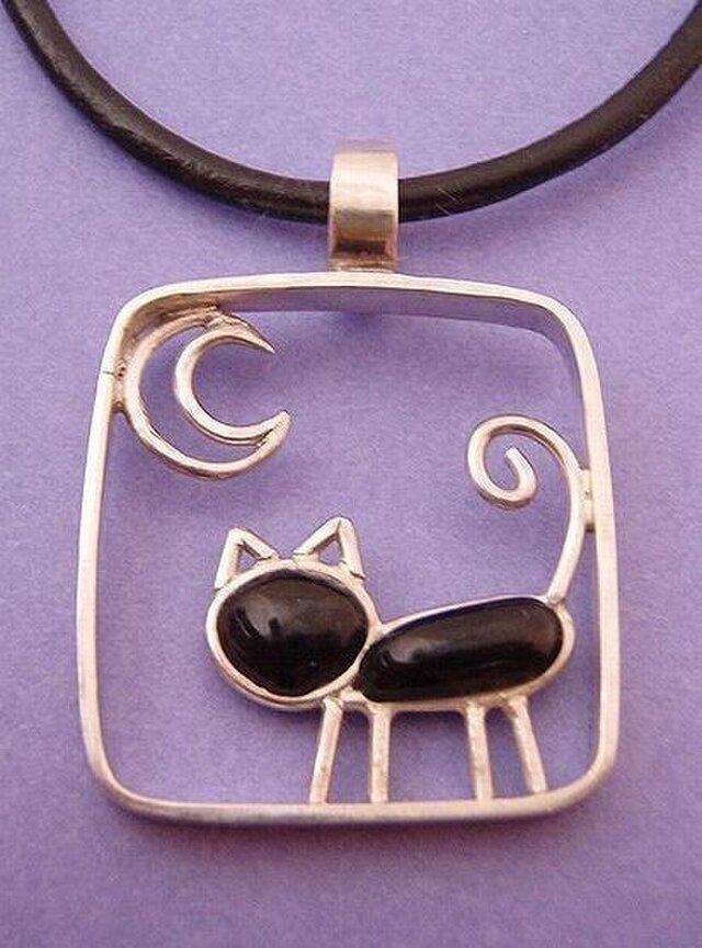 猫と月のネックレスの画像1枚目