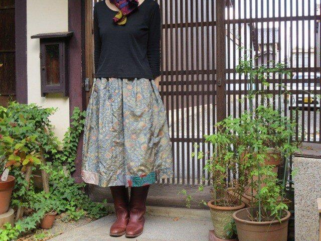 艶のある大島紬でリメイクスカート☆裾ラインのパッチが可愛い♪の画像1枚目