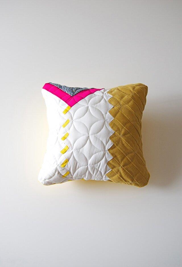 cushion / herringbone (white)の画像1枚目