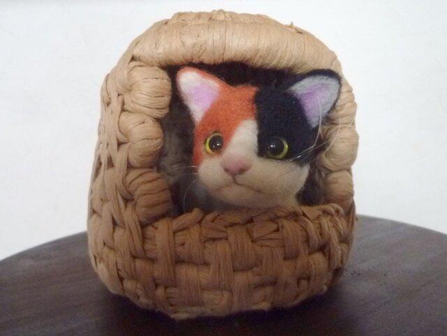 羊毛フェルトの三毛猫と猫ちぐらの画像1枚目