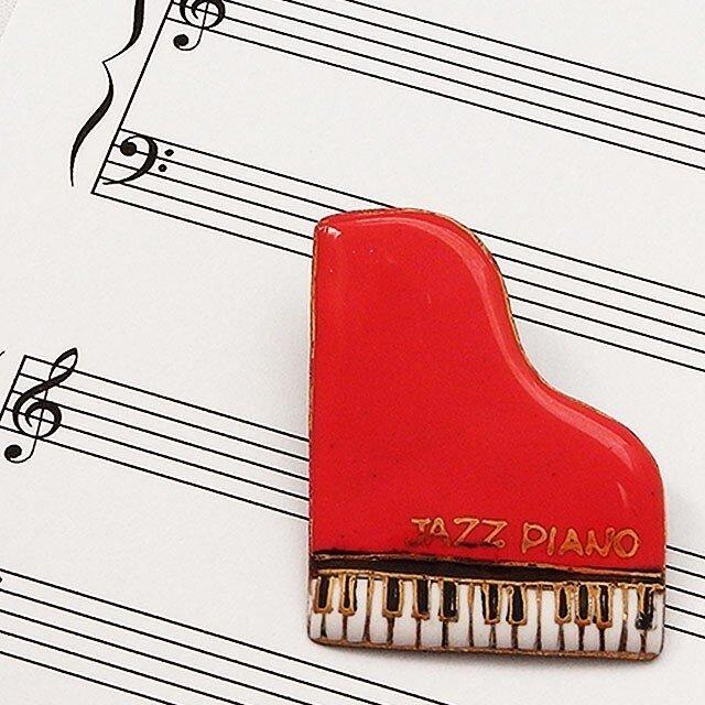 七宝焼ブローチ ピアノ(赤)※文字あり・なし両方対応の画像1枚目