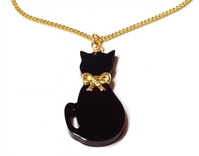 小さな金色リボン首輪の黒猫が揺れるゴールド・ネックレスの画像1枚目