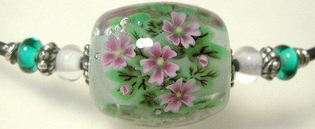とんぼ玉チョーカー ゼニアオイのお花の画像1枚目