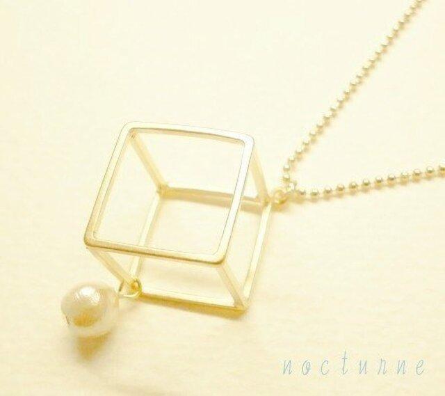 square☆四角とコットンパールのネックレスの画像1枚目